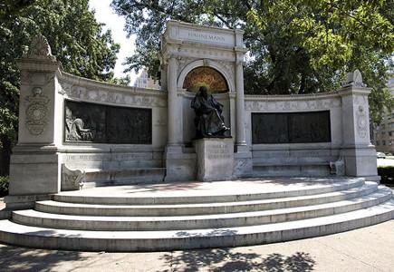 blog Hahnemann_Monument 1
